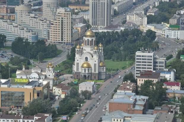 СК заподозрил водителя внедорожника в умышленном наезде на людей в Екатеринбурге