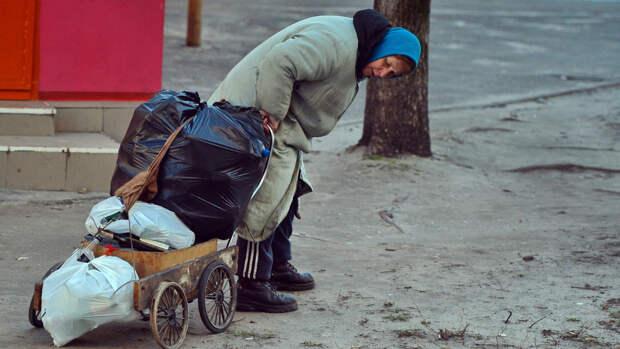 Отсутствие декоммунизации «привело» Украину к нищете