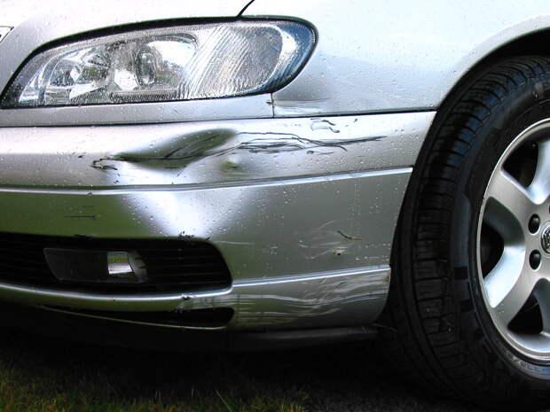 Как получить компенсацию за поврежденный на парковке автомобиль: инструкция