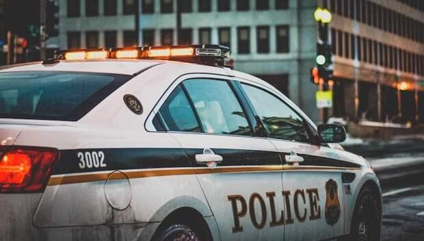 Девушку из Юты обвинили в преступлении на почве ненависти за порчу знака в поддержку полиции