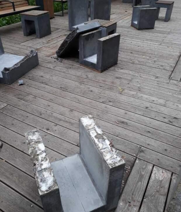 Площадку для игры в шахматы на Торфянке привели в порядок