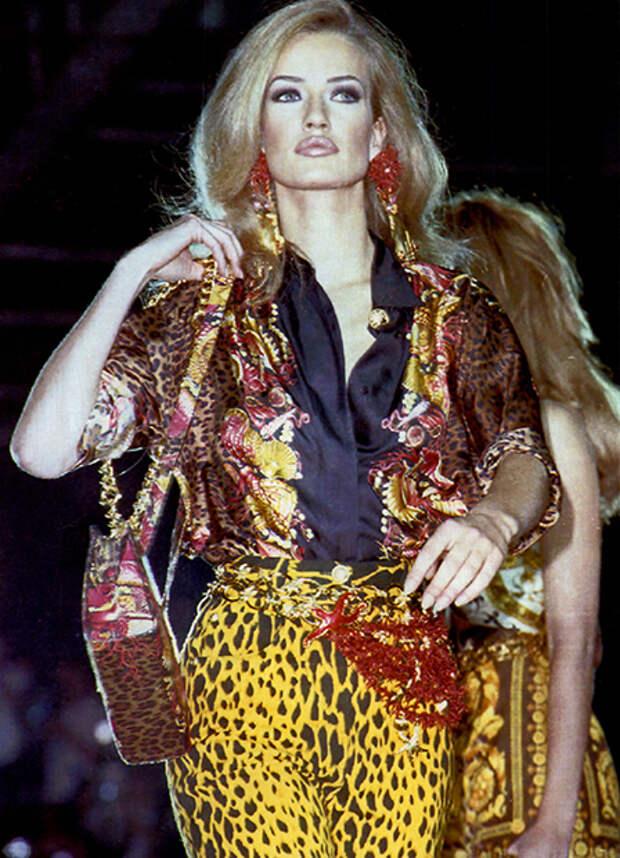 Супермодель Карен Мюлдер на показе Versace, 1991 год