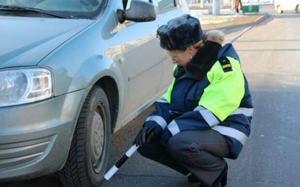 ГАИшники штрафуют за смену колеса у обочины
