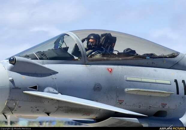 """Испанские истребители летят """"защищать"""" прибалтов"""