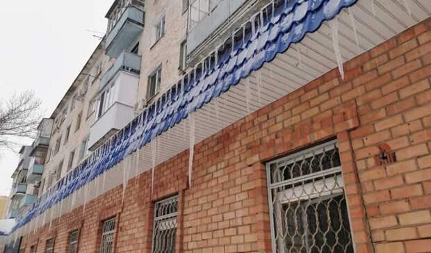 Вмэрии предупредили оренбуржцев овозможном падении сосулек наголову