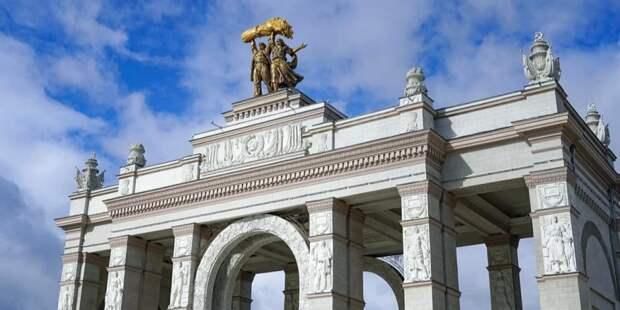Собянин открыл Музей транспорта Москвы и павильон «Цветоводство» на ВДНХ
