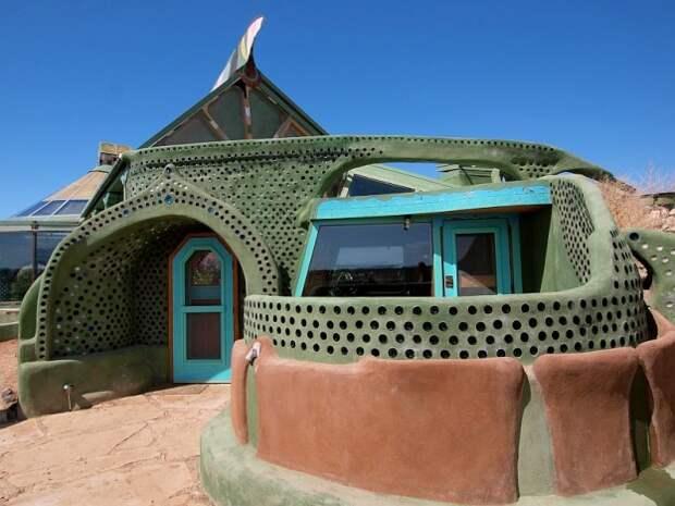 Этот дом стоит всего 7 500 $, экономит воду и электроэнергию. Его может построить каждый