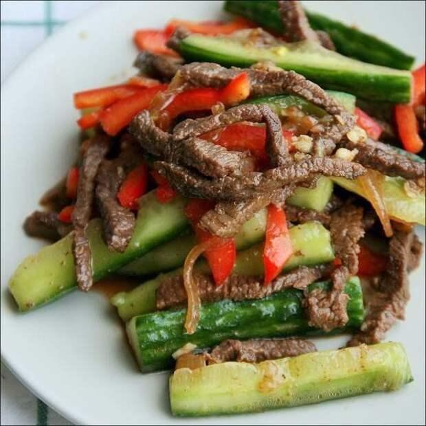 Вкуснейшая закусочка, радует правильно сочетание мясо-овощи, блюдо нравится всем, кто уже успел к нему приложиться 😊