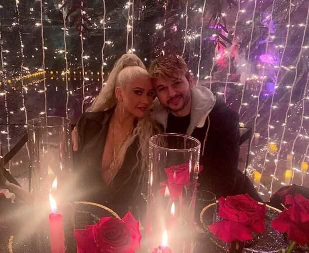 Кристина Агилера поделилась редким фото с женихом Мэттью Ратлером