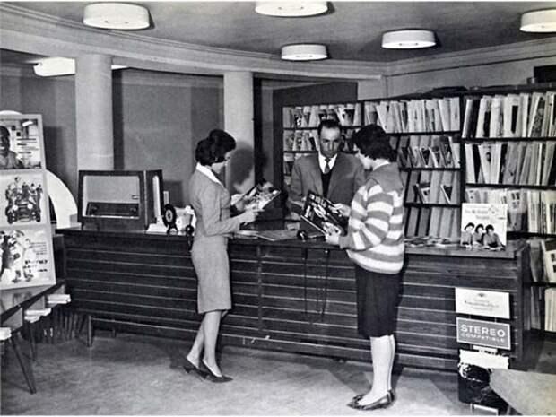 Афганские женщины в публичной библиотеке