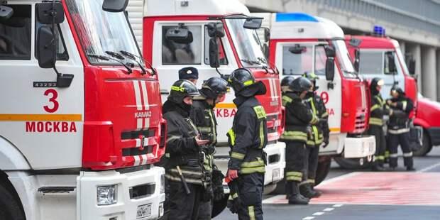 На улице Фабрициуса произошёл пожар в гаражном боксе