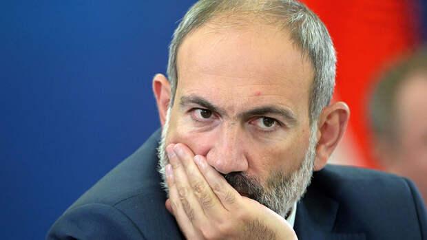 """Пашинян назвал """"взрывоопасной"""" ситуацию у границ с Азербайджаном"""