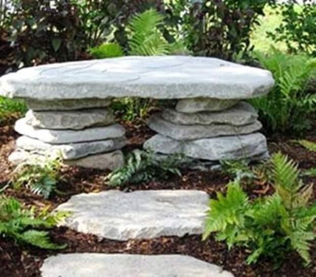 Скамьи из камней