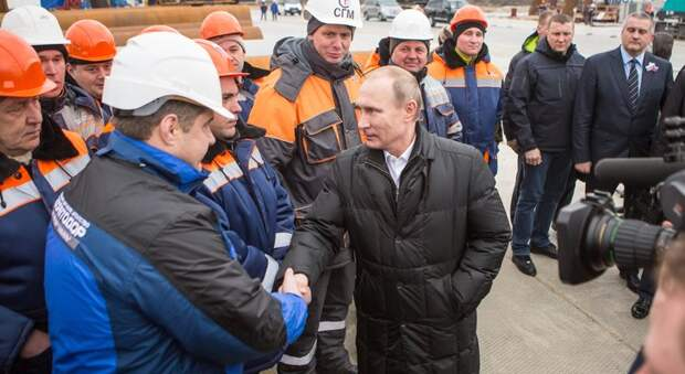 Визит в Крым: Владимир Путин проинспектировал Крымский мост и другие объекты