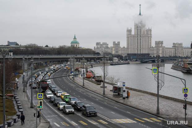Путина попросили назвать вчесть Лужкова площадь вМоскве