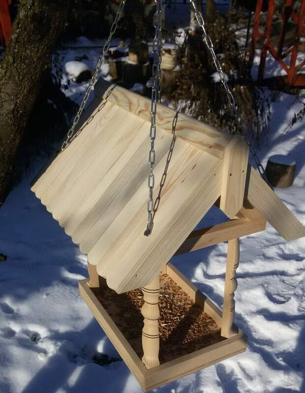 Делаем деревянную кормушку для птиц своими руками
