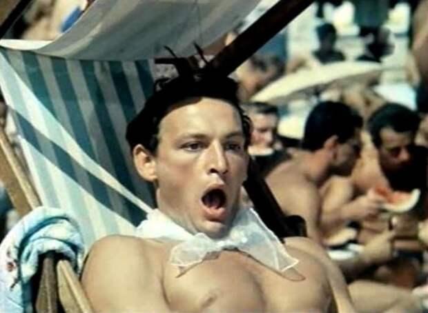 Василий Лановой в фильме *Полосатый рейс*, 1961 | Фото: kino-teatr.ru