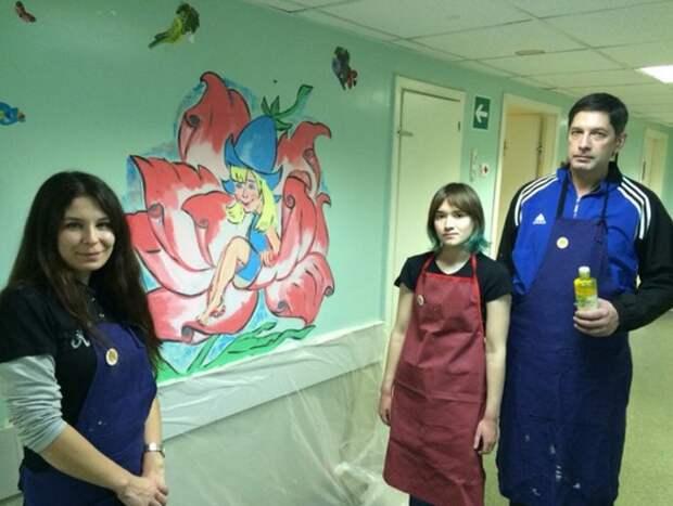 Художник-любитель из Митина расписал стены двух больниц