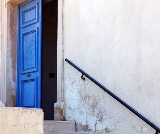 В Судаке задержали парня и девушку, подозреваемых в хищении имущества из подъезда многоэтажки