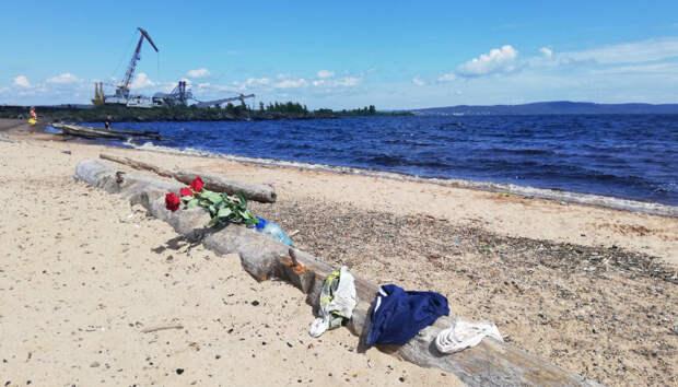 На месте гибели трех подростков в Петрозаводске появились цветы