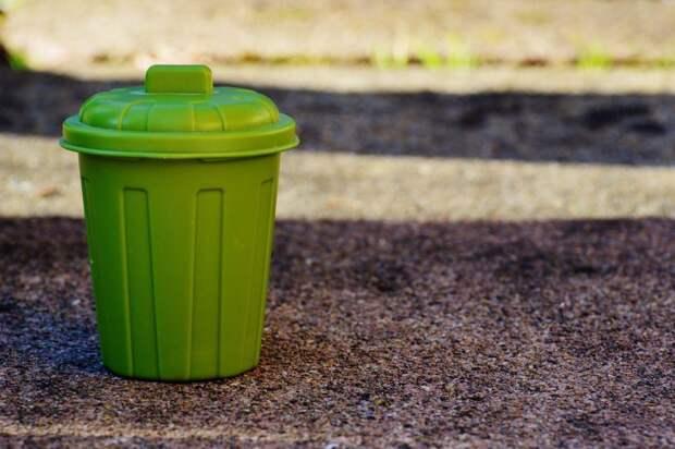 Скопившийся мусор на Синявинской убрали коммунальщики