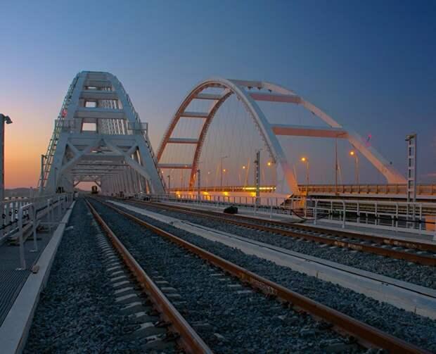 Красиво и с комфортом: по Крымскому мосту прошла тысячная «Таврия»