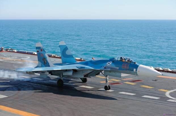 Истребители Су-33 и МиГ-29 отрабатывают взлет и посадку на палубе «Адмирала Кузнецова»