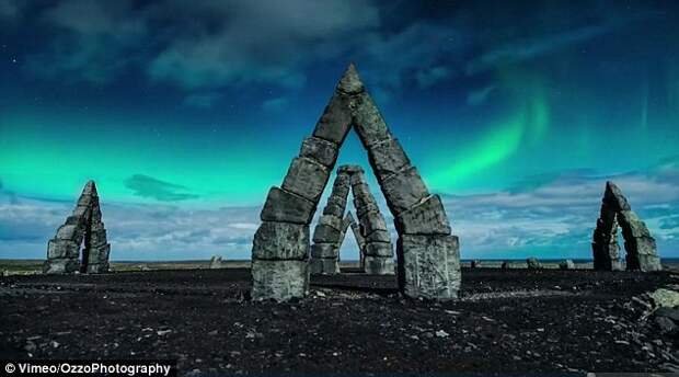 Исландия в лунном свете с высоты птичьего полёта
