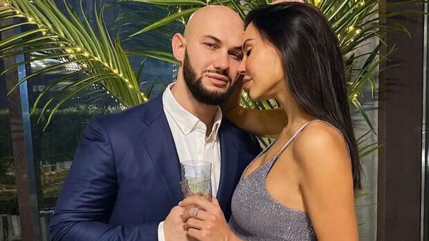 Джиган на свадебном фото с Самойловой напомнил фанатам Шуфутинского