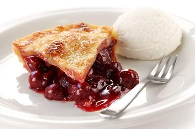 Постный пирог с замороженной вишней