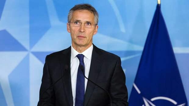 """Генсек НАТО заявил о """"десятках тысяч"""" российских военных на границе с Украиной"""