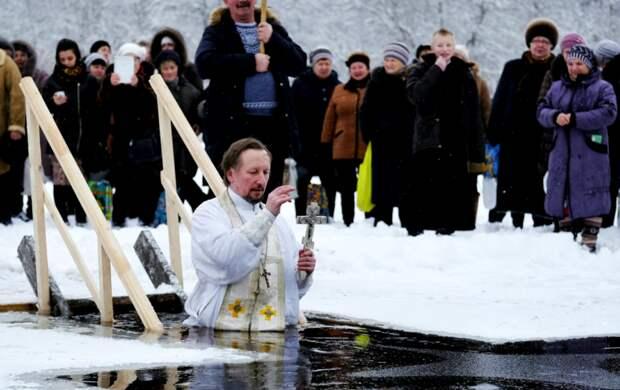 Мнения о купании в Крещение разделились: что говорят священники