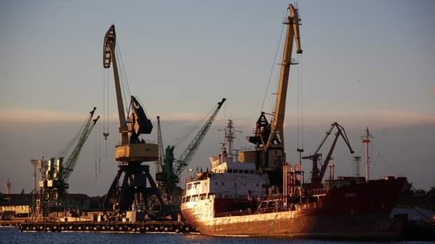 Рига хочет устроить транзит нефти вБелоруссию через порты вЛатвии