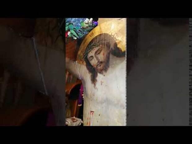В Афинах начало кровоточить распятие Иисуса Христа