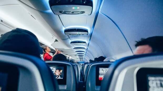 """""""Боинг"""" японской авиакомпании All Nippon Airways совершил экстренную посадку"""