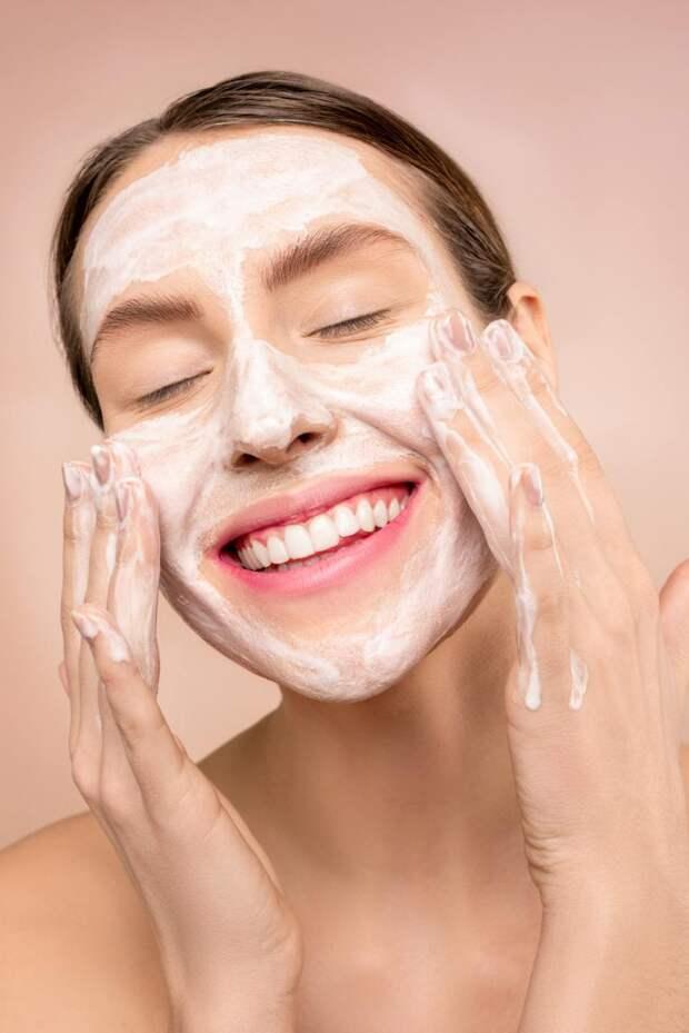 Готовим маски для лица из привычных продуктов.