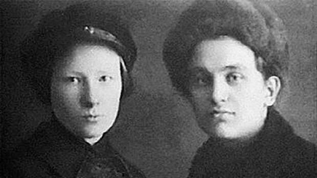 Леонид Николаев (справа). Фото: © wikipedia.org