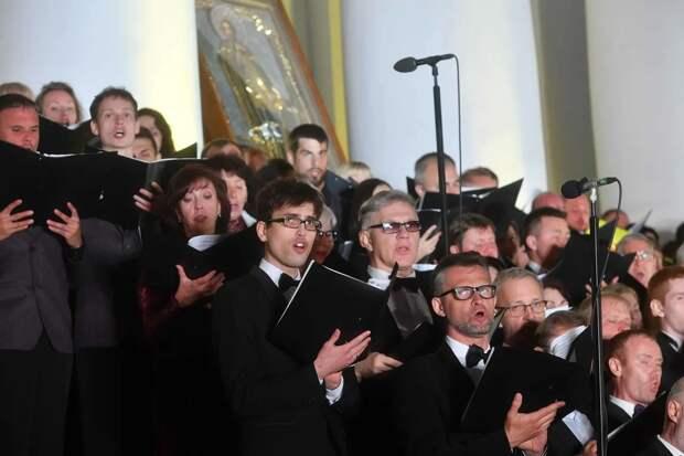 Три тысячи артистов выступили в Ижевске на ступенях храма Александра Невского