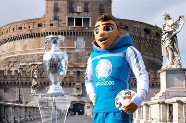 Трофей чемпионата Европы по футболу представят в Санкт-Петербурге и Москве