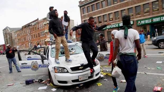Полиция США жителям: «отдайте преступникам свои телефоны и кошельки»