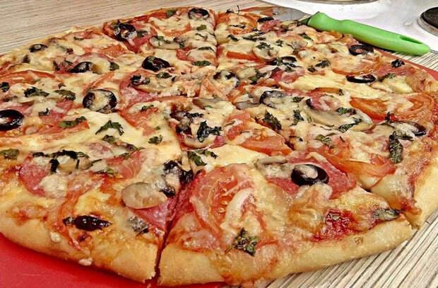 Вся семья попала в больницу, отравившись пиццей