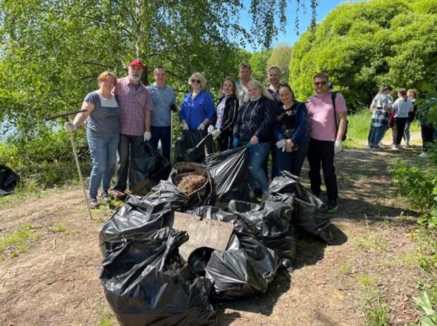 Муниципальные депутаты и жители Северного очистили берега Долгих прудов