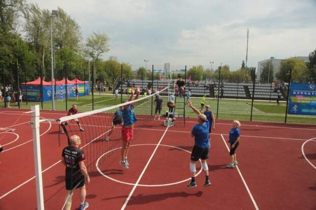Мини-стадион «Курчатовец» открылся на улице Рогова