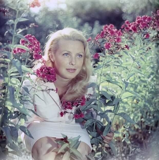 Нежные летние фотографии любимых советских актрис.