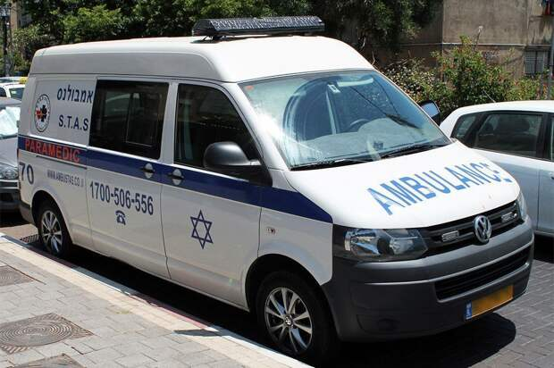 Трибуна синагоги с большим количеством людей обрушилась в Израиле