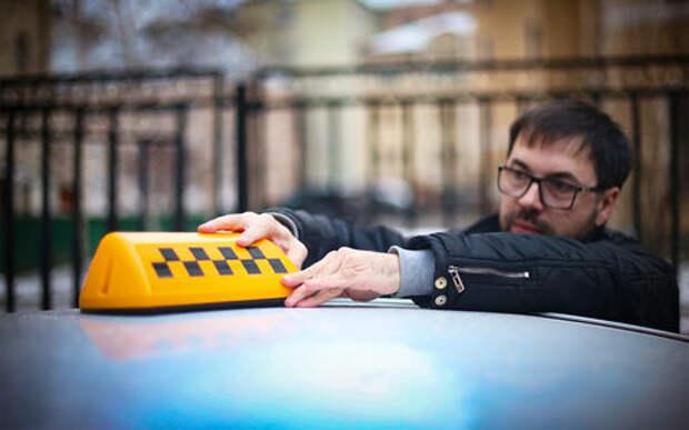 Работа в такси: вас ожидает белый седан...