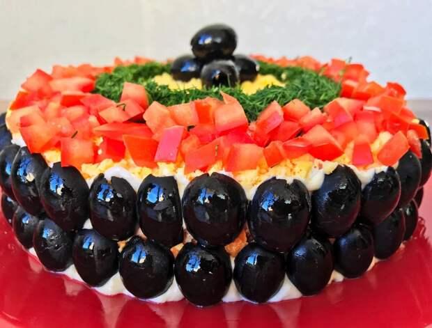 Рецепт новогоднего салата «Карнавальная ночь», который станет настоящим украшением праздничного стола