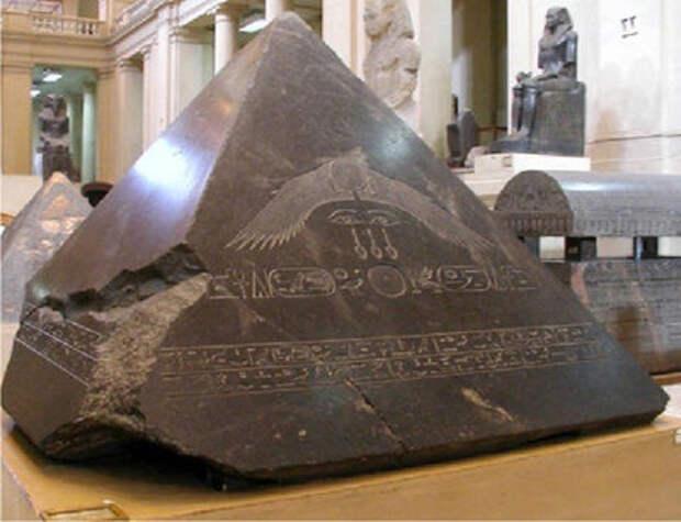 Таинственный камень Бенбен из храма Феникса