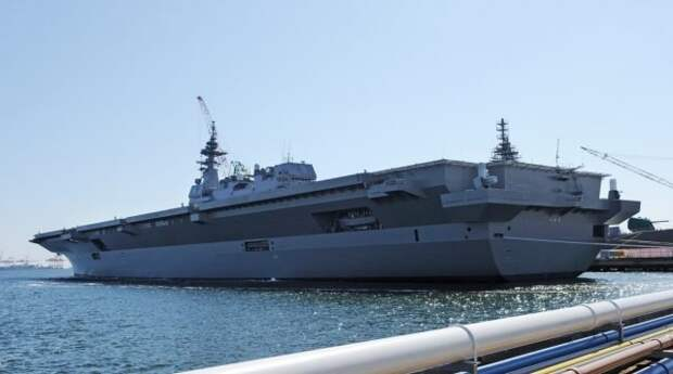 Вертолетоносец (по официальной классификации -эскадренный миноносец-вертолетоносец)DDH 183 Izumo Морских сил самообороны Японии.