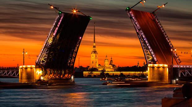 Что делают петербуржцы во время белых ночей